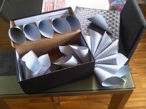 Kornoutky na levanduli - papír je světle stříbrný (děkuji @lukianna za radu)