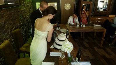 Foceno jedním ze svatebčanů
