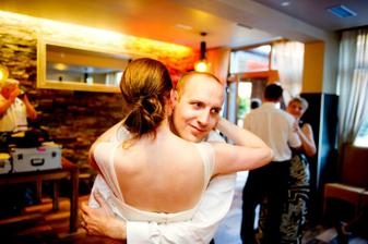 I když se náš první tanec nepovedl tak, jak jsme ho trénovali, nevadí...přijdou jiné :)