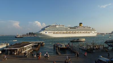 Výhled z pokoje.. na takovéto lodi se chceme plavit :)