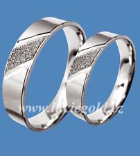 tak tohle jsou naše snubní prstýnky