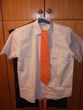 košile a kravata-zatím nevyžehlené
