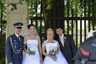 známí měli svatbu hned po nás, takže jsem si pogratulovali a udělali společné foto :D