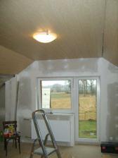 pohled od dveří,okénko už vzhlédlo mokrý hadr :)