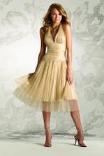 krásne šaty, len by som zvolila inú farbu