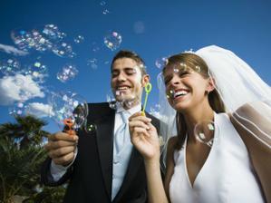 Bublifuky - hosté i novomanželé si rádi zavzpomínají na dětství
