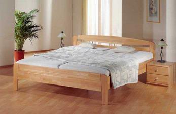 naše postel a noční stolky