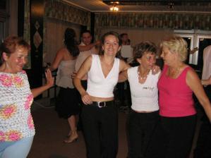 vsetci tancovali