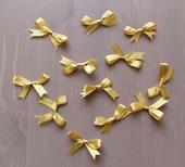 zlaté a cyklamenove stuhy - mašličky,