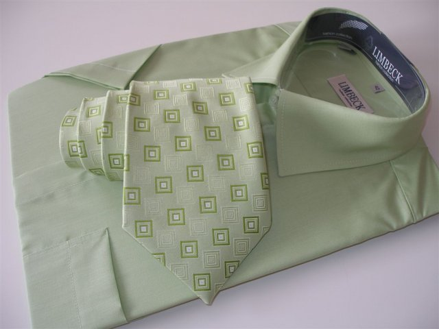 Janička a Jeníček - Takovouhle košily (jiná značka) a podobnou kravatu už máme doma...