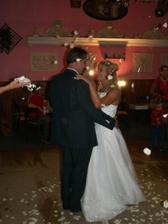 První taneček - házeli na nás lístky růží