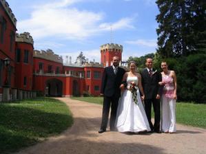 S budoucími novomanžely(moje sestřička Terezka a Roman) - mají svatbu 15.7.2006