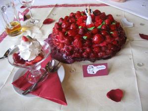 Svatební dort s jmenovkou a dezertem