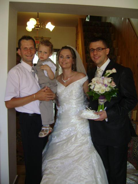 Moj lubik a ja - ja moja laska, brat so synom, svadobne saty Bayona