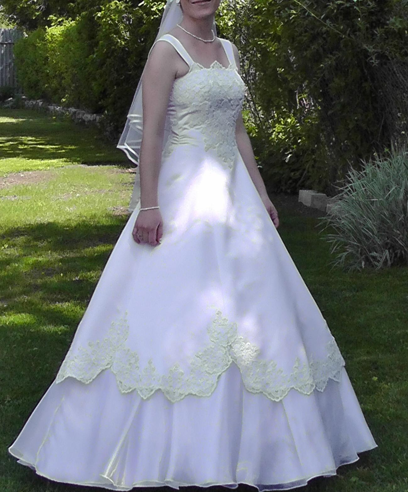 Svadobné šaty s francúzskou krajkou + darčeky - Obrázok č. 1
