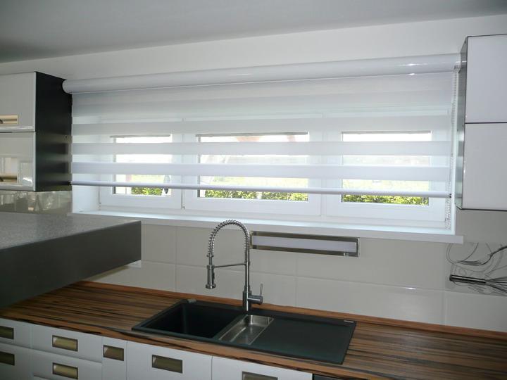 Kuchyno-obyvacka az kdesi do prirucnej pracovne - prestrihame popoludnajsie slnko