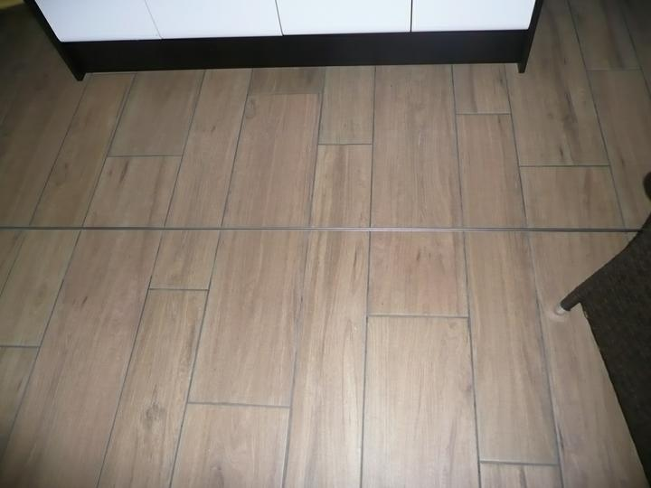 Kuchyno-obyvacka az kdesi do prirucnej pracovne - napajanie kresby drevodekoru
