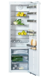 Kuchyno-obyvacka az kdesi do prirucnej pracovne - a tato vstavana monochladnicka