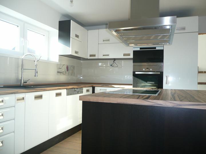 Kuchyno-obyvacka az kdesi do prirucnej pracovne - kedze digestor taky kolost, svietidla budu len zapustene bodovky