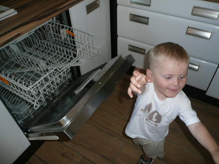 Kuchyno-obyvacka az kdesi do prirucnej pracovne - a z novej mycky