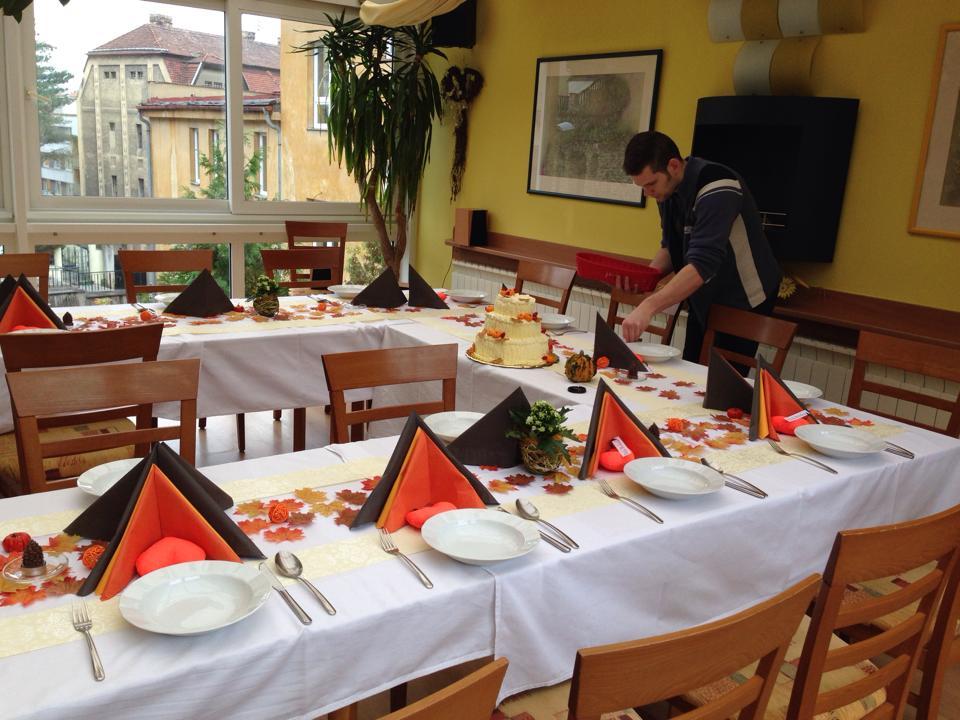 Andrea Hudečková{{_AND_}}Vít Vanžura - poslední přípravy než začne hostiny :)