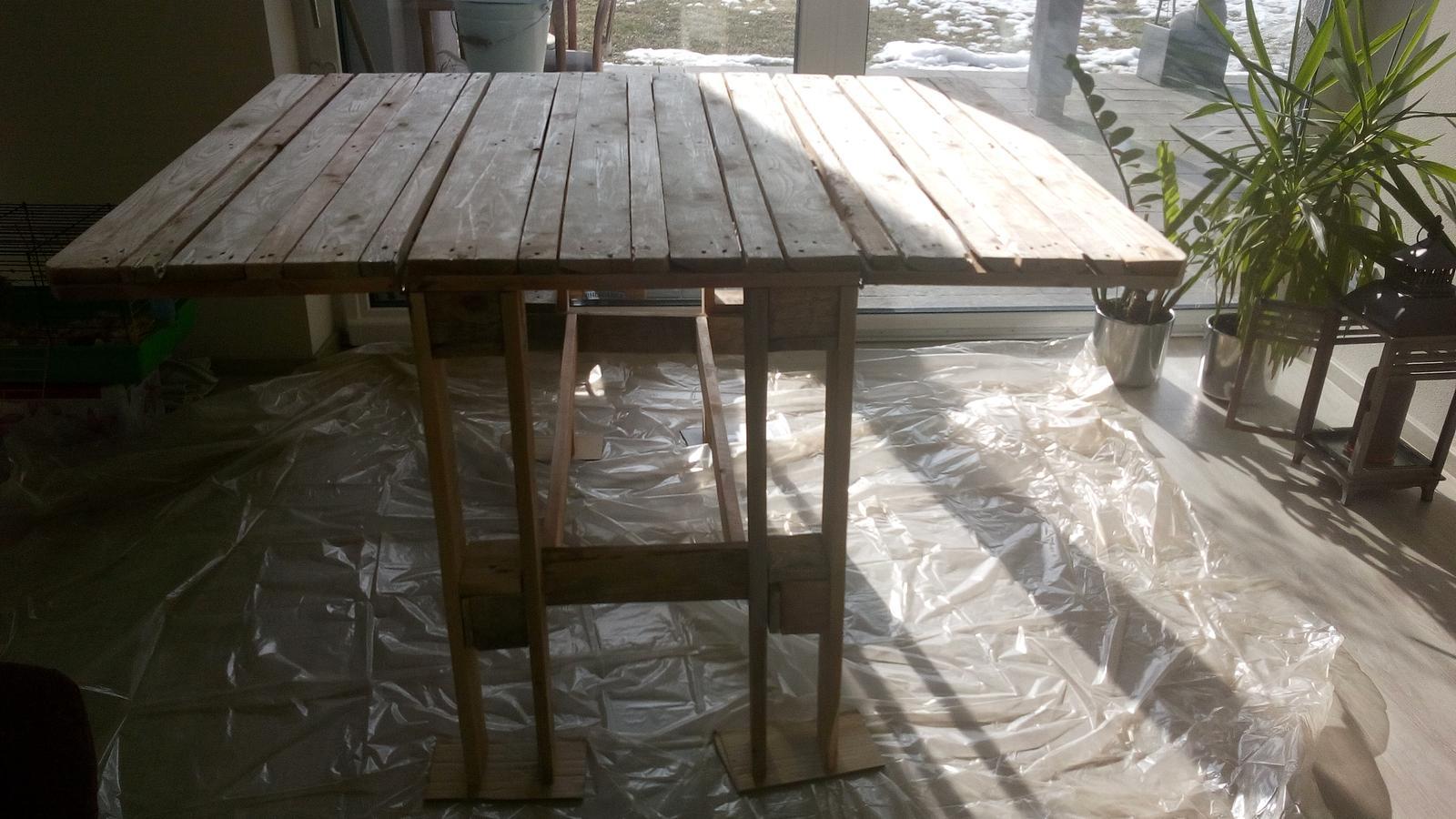 Když tvořím podle něčeho, aneb moje DIY - stůl před natřením