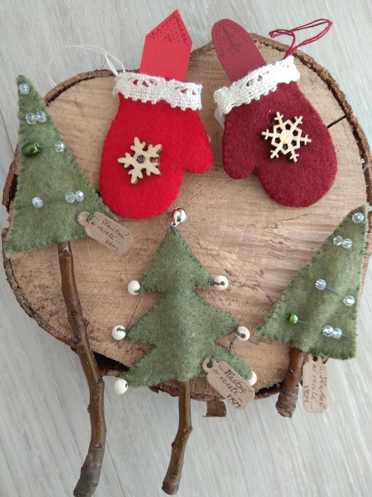 Když tvořím podle něčeho, aneb moje DIY - Vánoční přání,  která jsou strojem vsita do baliciho papíru (viz další foto)