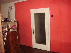 Červený obýváček, ložnice, herna, dětský pokoj, na dlouhou dobu vše v 1...