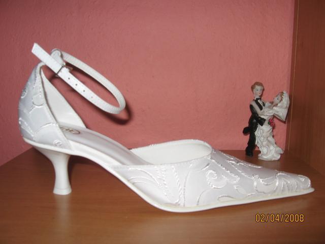 D+S  6.6.2009 - k šatám patria samozrejme topánky - opätok nesmie byť vysoký