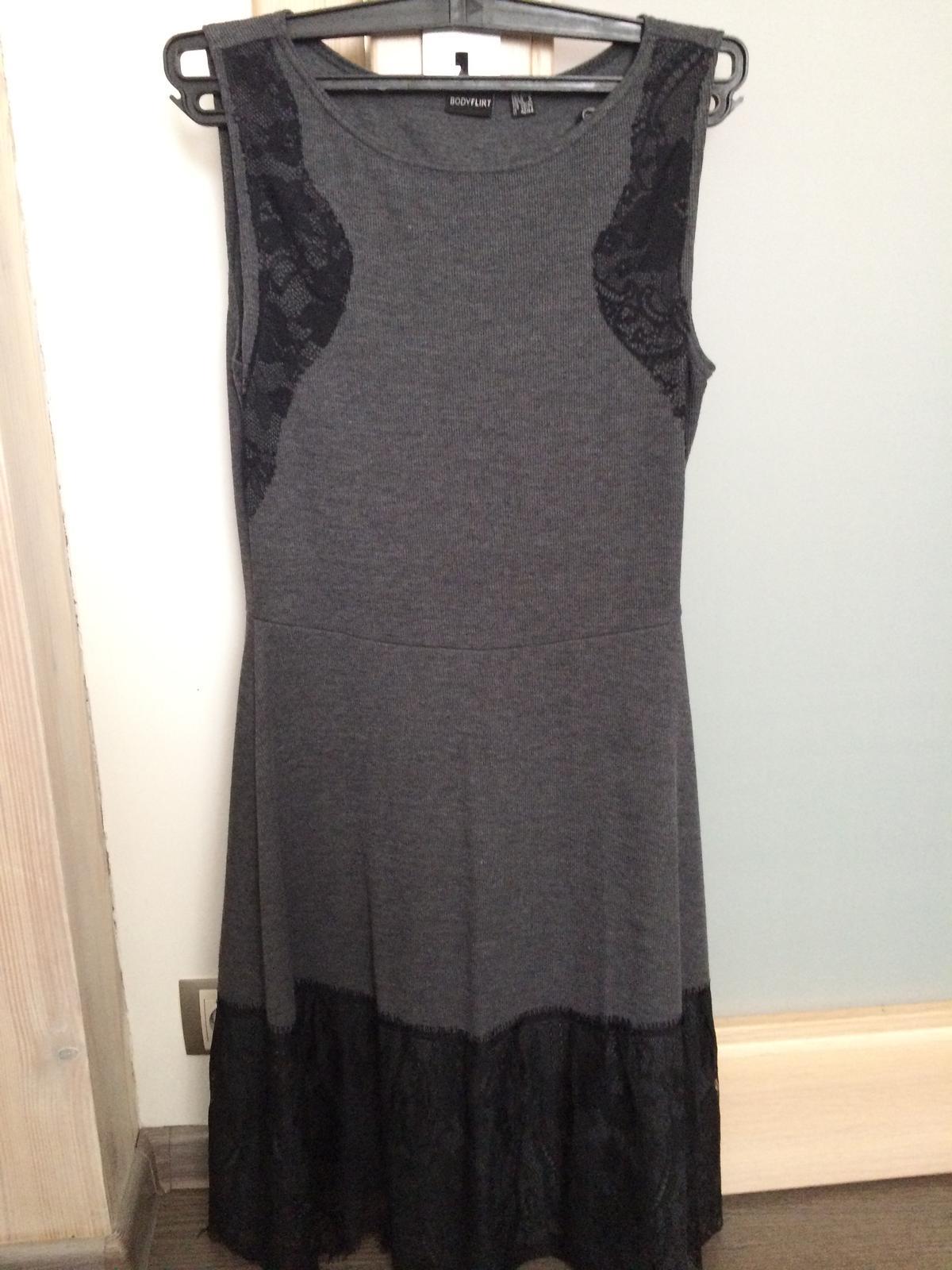 Sivé šaty - Obrázok č. 1
