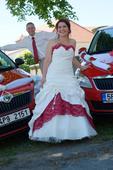 svatební šaty šampaň s vínovými doplňky, 40