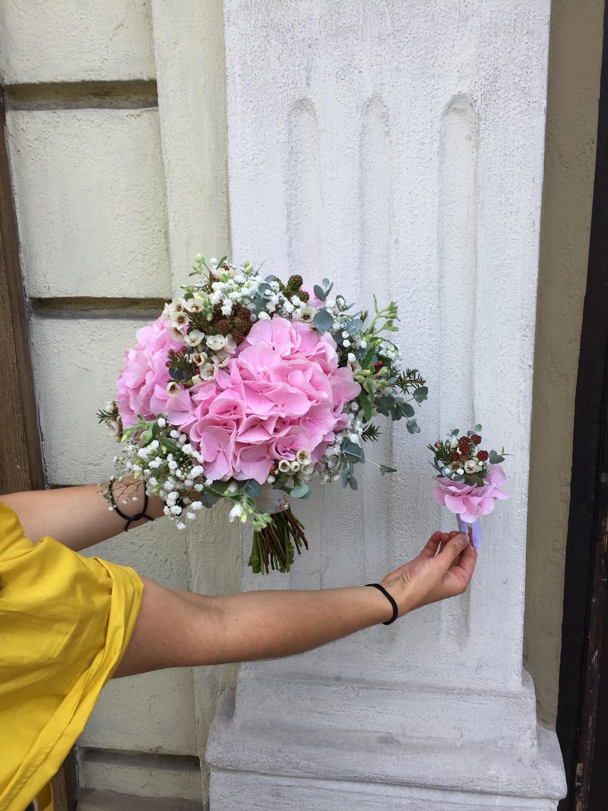 Svadobná kytica Ružové leto v černiciach - Obrázok č. 4
