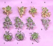 Brošne malé zelené kamienky,