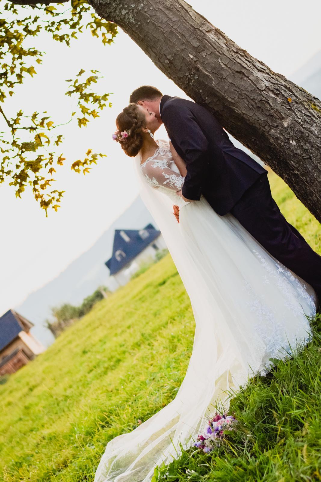 Romantické čipkované svadobné šaty - Obrázok č. 2