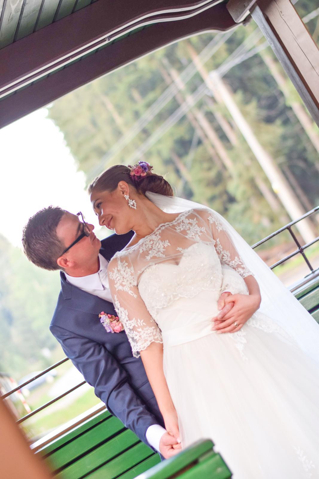 Romantické čipkované svadobné šaty - Obrázok č. 3