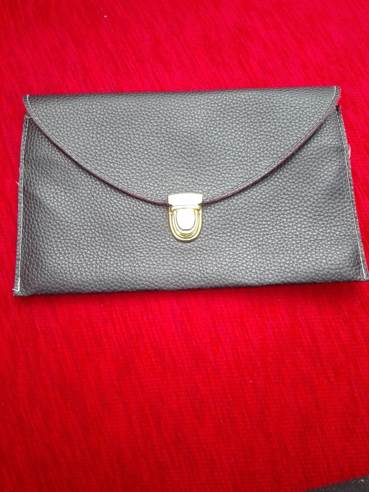 Čierna listová kabelka - Obrázok č. 1