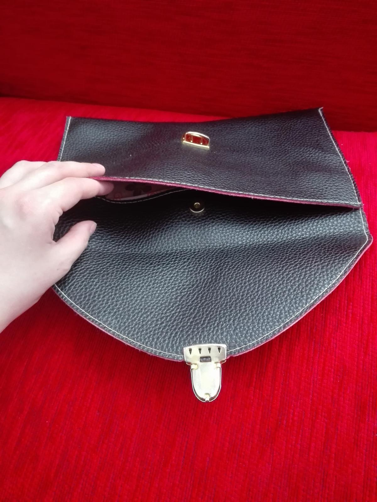 Čierna listová kabelka - Obrázok č. 3