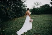 Svatební šaty s rafinovanými zády, 34