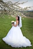 Svatební šaty včetně spodnice a závoje, 38