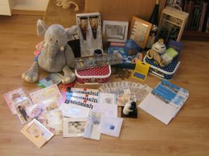 dary a dárky....moc děkujeme:)