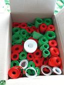 Stuhy zelene a cervene,