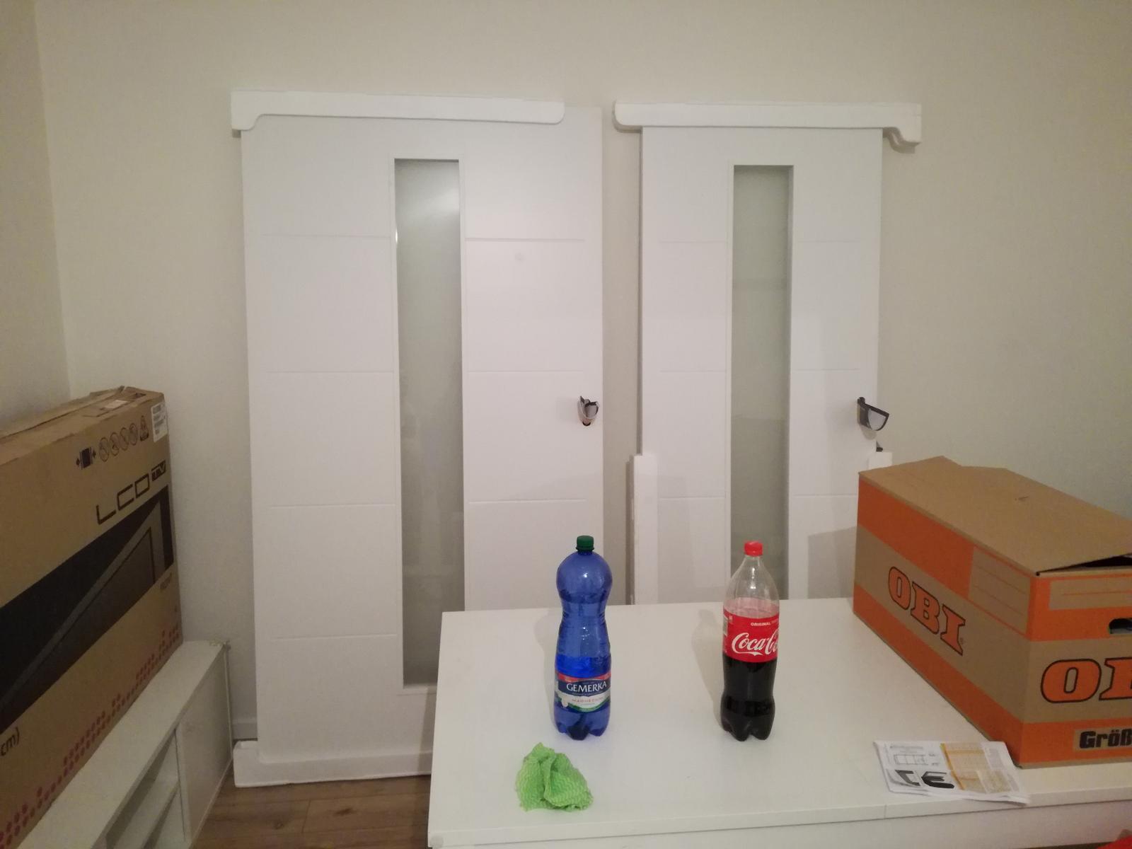 Minidomček pod Karpatmi - Posuvne dvere do puzdra <3 rovnake ako ostatne interierove. velke obyvackove 110cm sirka, mensie na wc 80cm sirka