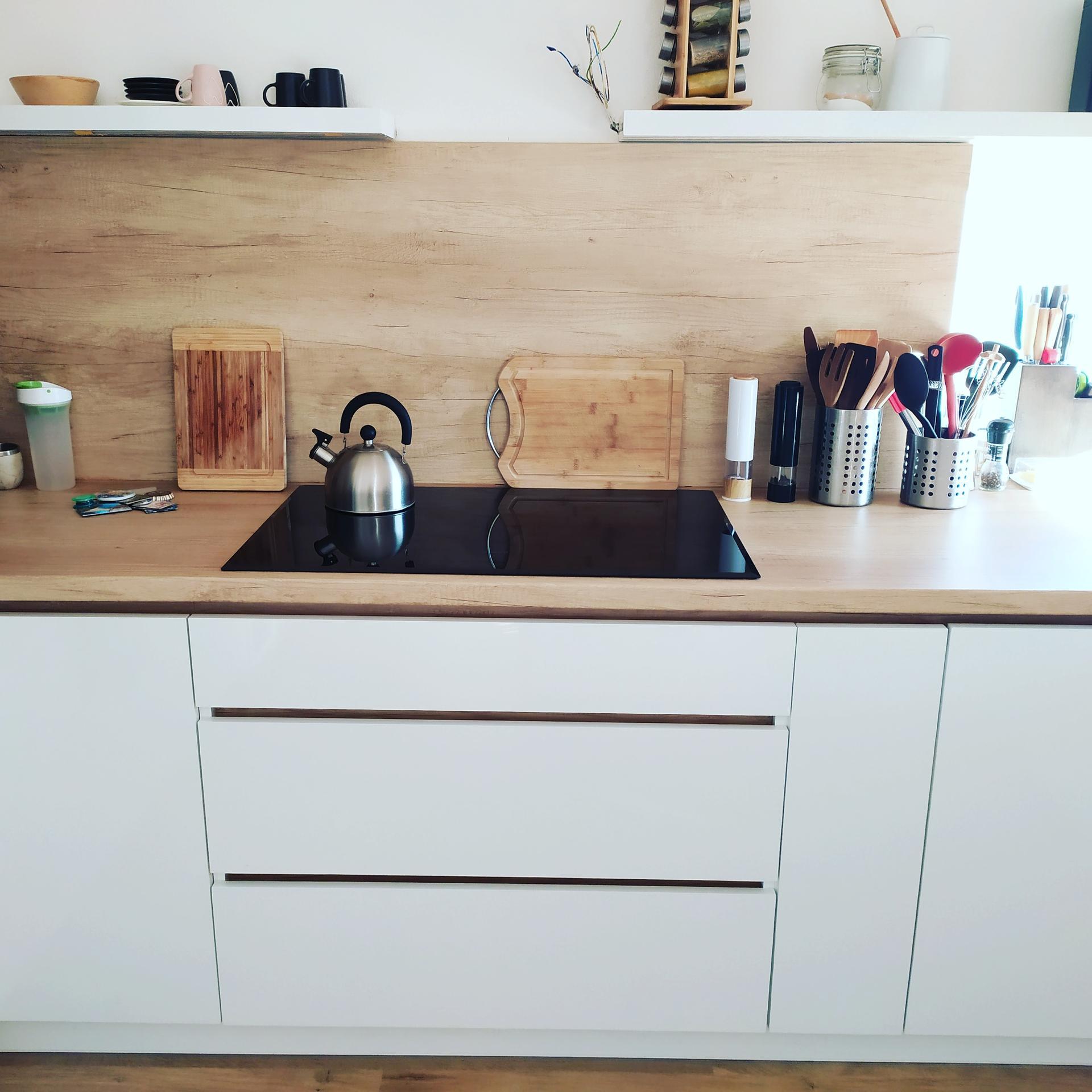 Minidomček pod Karpatmi - hotovo. vybalene. new kitchen is ready to use <3 (ok, chyba este digestor )