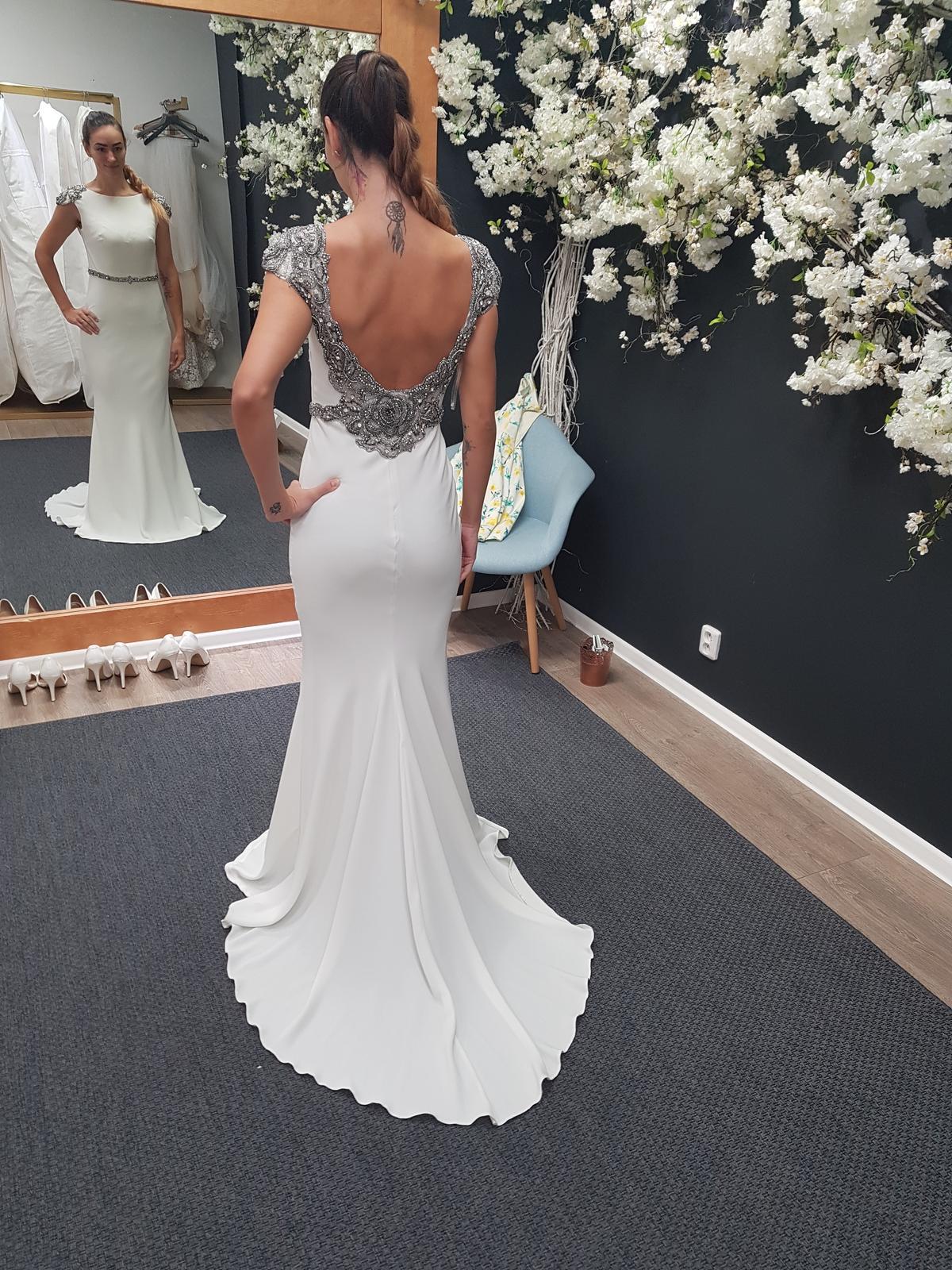 Svadobné šaty TARIK EDIZ - Obrázok č. 1