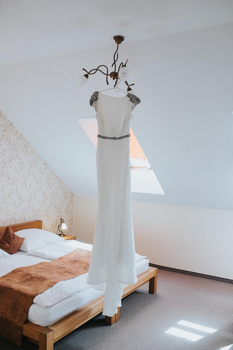Svadobné šaty TARIK EDIZ - Obrázok č. 2