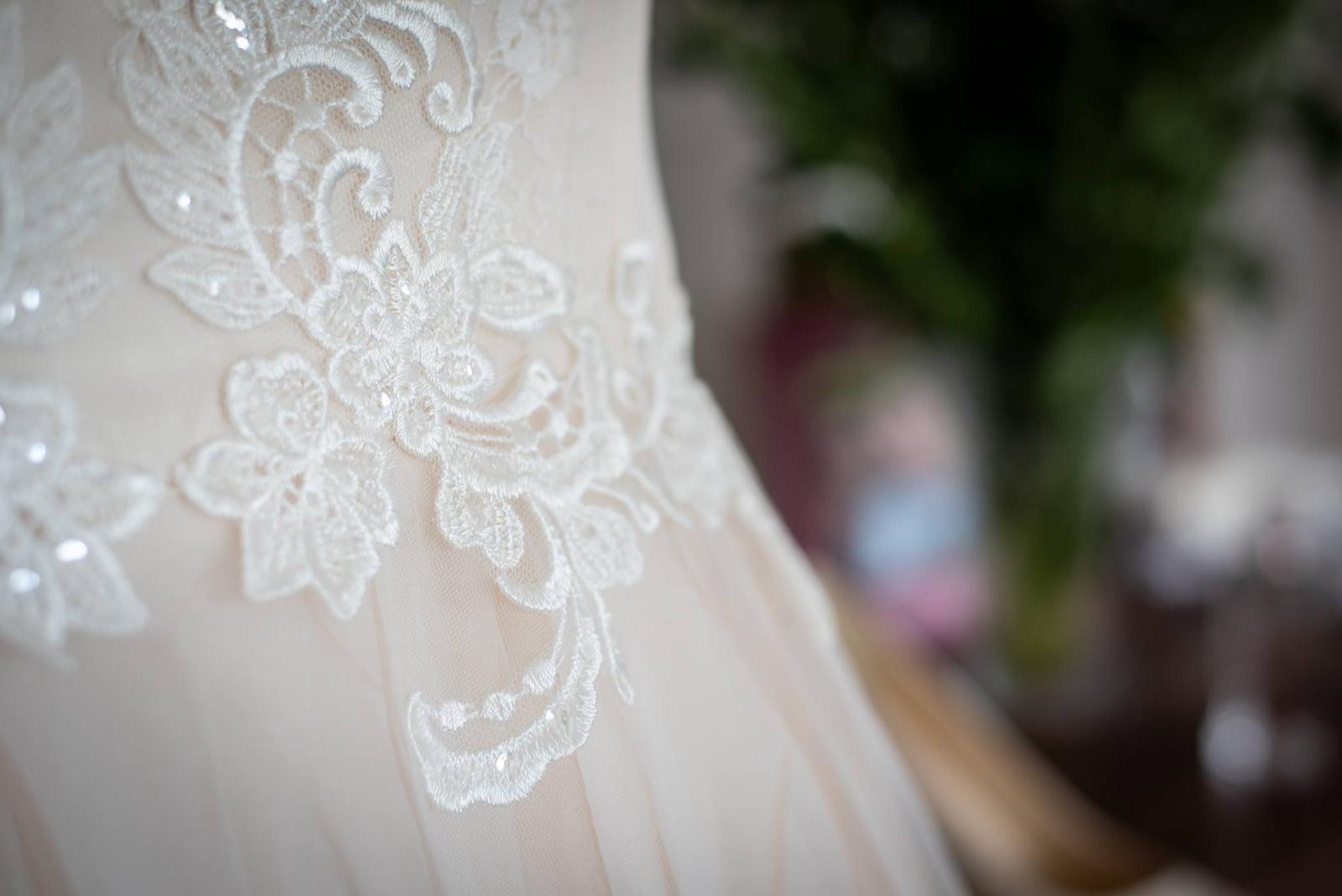 elegantné svadobné šaty - Obrázok č. 3