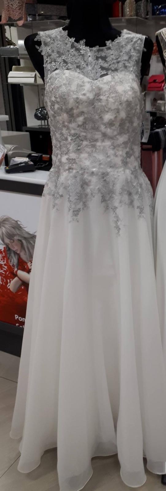 Svadobné šaty strieborno-biele - Obrázok č. 2
