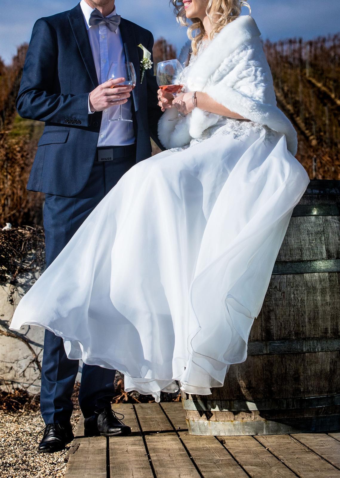 Svadobné šaty strieborno-biele - Obrázok č. 3