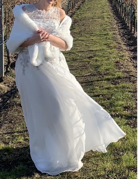 Svadobné šaty strieborno-biele - Obrázok č. 4