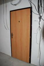 nove dvere, nesrovnatelne s puvodnima :o)